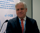 DR. BRUCE E. JOHNSON, DIRECTOR DEL CENTRO DE MEDICINA DE PRECISIÓN DEL CÁNCER EN EL INSTITUTO DEL CÁNCER DANA-FARBER Y EXPRESIDENTE DE ASCO
