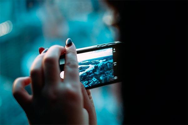 la adiccion al telefono movil ya se da en el 5 de la poblacion espanol