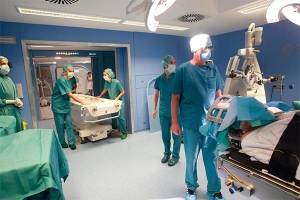 la cun demuestra la eficacia de realizar cirugia con resonancia magnetica intraoperatoria en tumores cerebrales