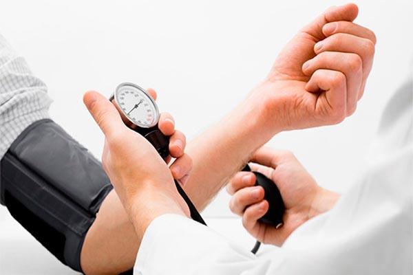 en espaa uno de cada dos adultos sufre hipertensin y un tercio de ellos no est diagnosticado