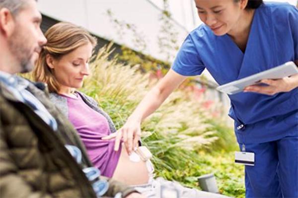 un sistema de monitorizacin fetal de philips facilita el parto respetado