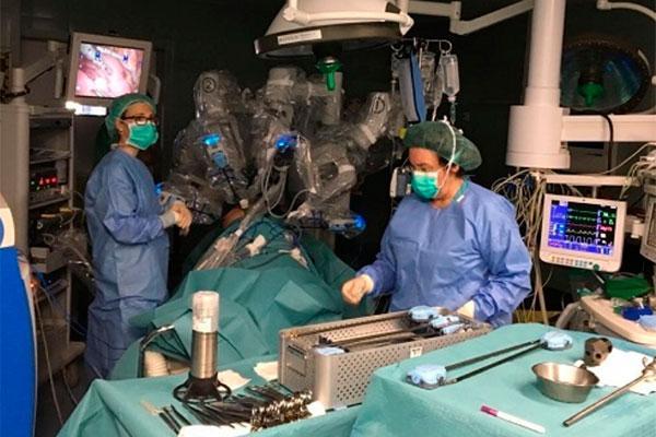 el hospital universitario juan xxiii lleva a cabo la primera ciruga robtica torcica en espaa