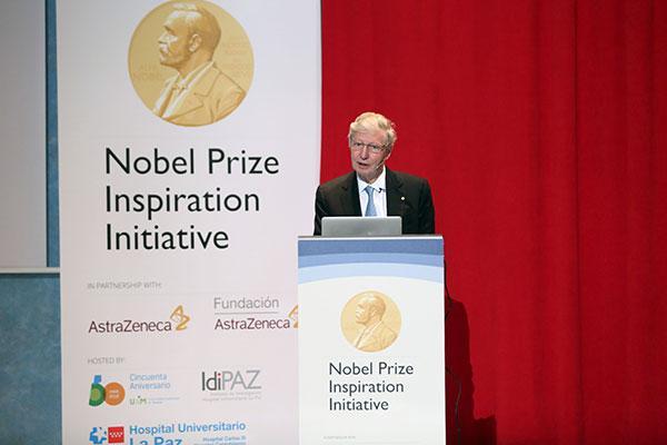 el premio nobel jules a hoffmann deslumbra a los jovenes cientificos espanoles