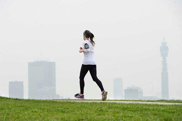 la contaminacion atmosferica atenua el beneficio del ejercicio en personas con afecciones cardiopulmonares