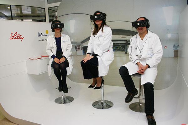 el doctor peset instala una cabina de realidad virtual para mostrar el dia a dia de los pacientes con psoriasis