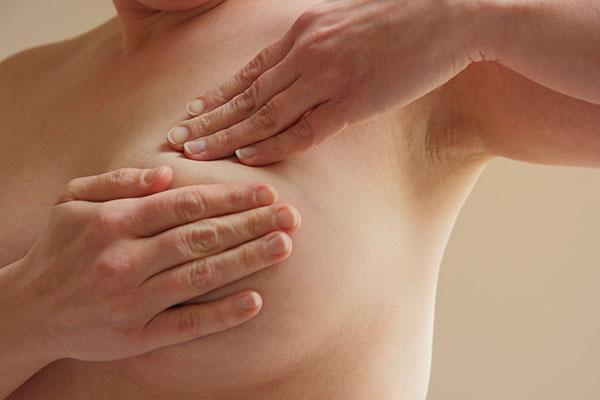 el cancer de mama necesita la ayuda de celulas normales para expandirse y sobrevivir