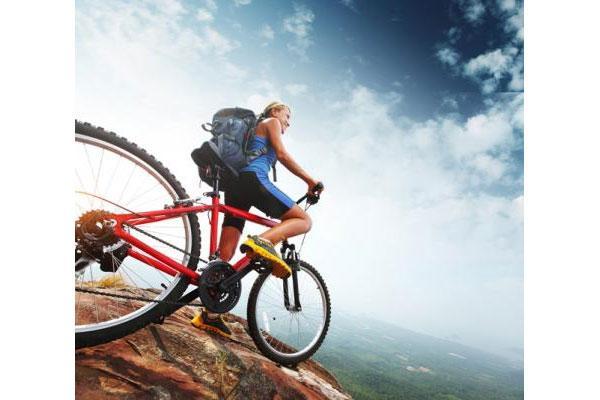 montar en bicicleta reduce el riesgo de sufrir infartos y evita las depresiones