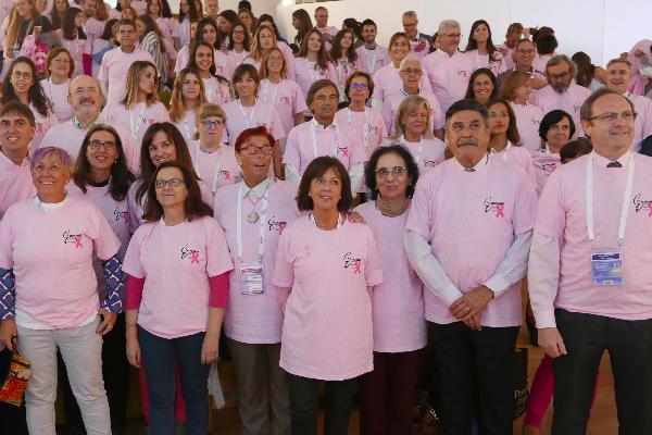 semergen demuestra su apuesta por la humanizacion vistiendose de rosa
