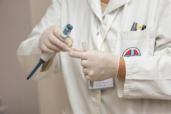una-vacuna-de-adn-induce-respuesta-inmunitaria-en-los-canceres-asocia