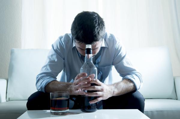 una combinacion de dos farmacos para tratar a los pacientes con depresion y alcoholismo
