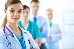 los-medicos-jovenes-piden-que-la-crisis-sanitaria-no-escatime-en-la