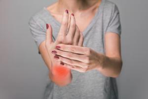 uno-de-los-retos-en-el-abordaje-de-la-artritis-reumatoide-es-la-remisi