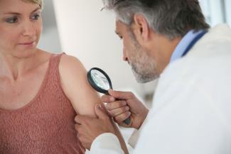 1-de-cada-5-pacientes-con-melanoma-en-fase-inicial-no-se-ha-diagnostic
