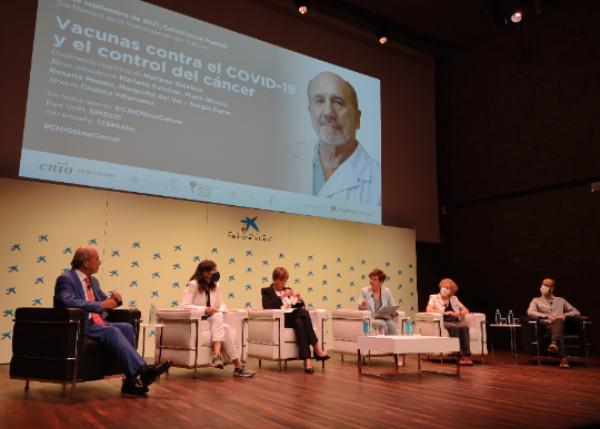 el-futuro-esta-en-desarrollar-vacunas-seguras-y-eficaces-contra-el-c