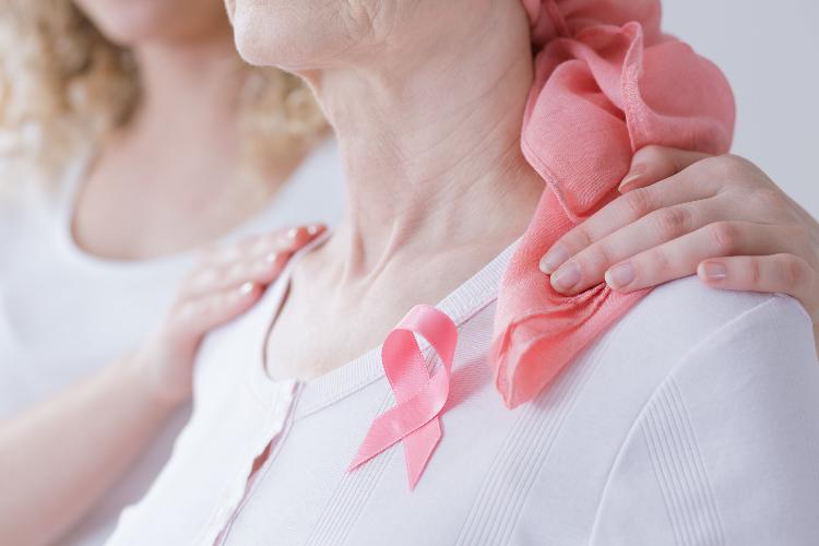 -im-farmacias-al-lado-de-las-pacientes-con-cancer-de-mama