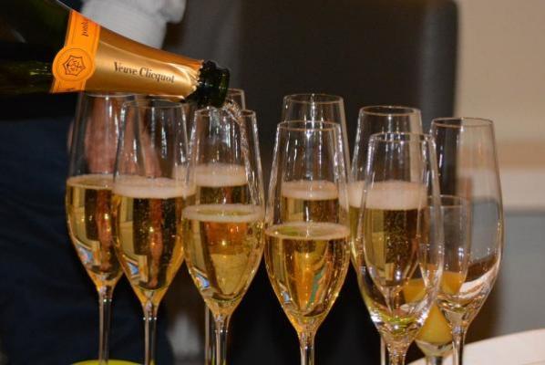 el alcohol da sensacioacuten momentaacutenea de felicidad pero no da satisfaccioacuten
