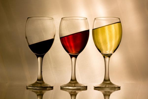 beneficios y desventajas del consumo de alcohol moderado