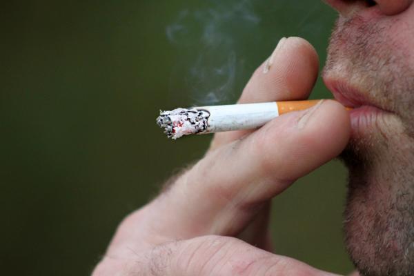 el consumo de tabaco es maacutes peligroso para los pacientes con vih que el propio virus