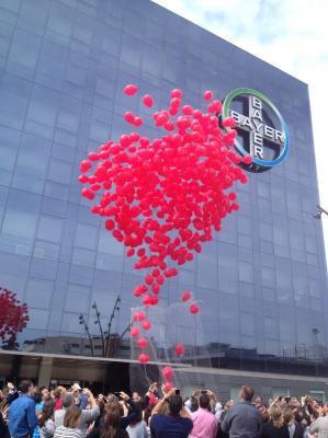 los empleados de bayer manifiestan su compromiso con las personas afectadas por la hemofilia