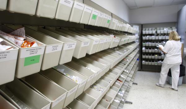 ligero descenso del gasto farmaceacuteutico hospitalario en junio