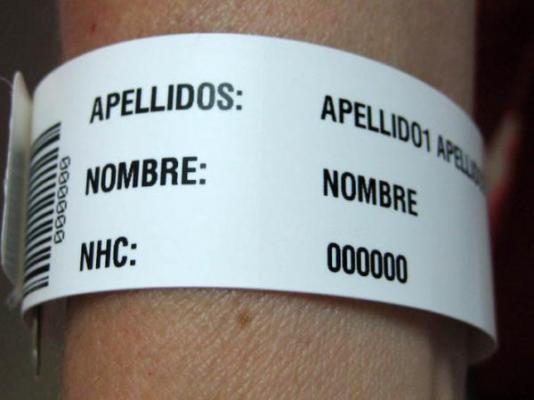 la-gran-mayoria-de-hospitales-europeos-todavia-usan-pulseras-de-identificacion-escritas-a-mano