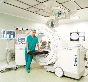 hospital quiroacuten barcelona incorpora el primer escaacutener intraoperatorio oarmreg 2 en espantildea