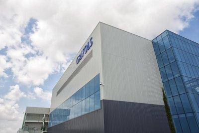 inaugurada la nueva planta de fraccionamiento de plasma de grifols en barcelona