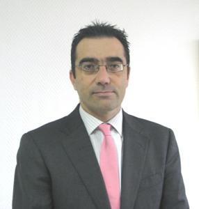 el jefe del servicio de oftalmologia del hospital clinico nuevo presidente de la sociedad espanola de glaucoma