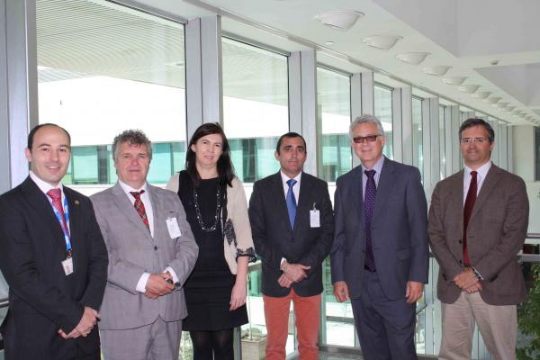 miembros del ministerio de agricultura y sanidad visitan las instalaciones de lilly