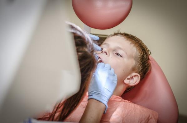una pequentildea descarga eleacutectrica podriacutea acabar con el uso de agujas en el dentista
