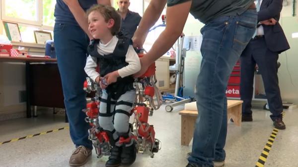 el primer exoesqueleto infantil del mundo estaacute listo para utilizarse