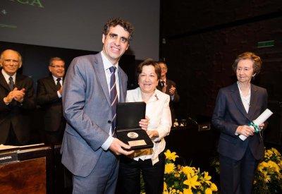 la secretaria general de sanidad entrega el premio severo ochoa a manel esteller
