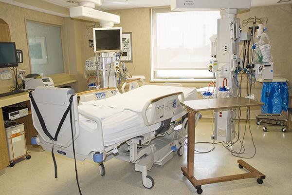 utilizar cobre antimicrobiano en cuidados intensivos evita infecciones nosocomiales