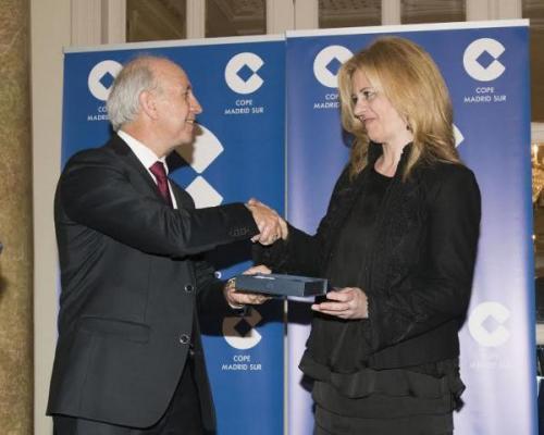 la vicepresidenta del icomem recibe el premio a la excelencia en la seguridad de la comunidad de madrid