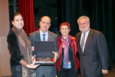 el vicepresidente de la seedo albert goday recibe el premio jose luis rodriguez minon de investigacion clinica senior